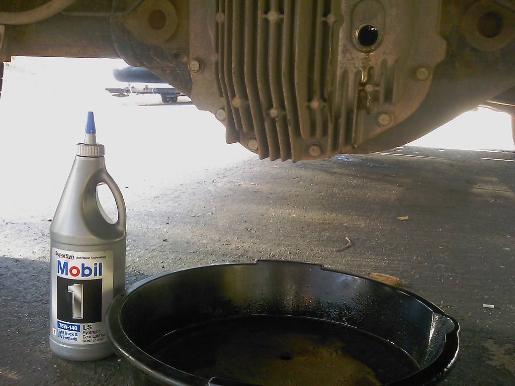 Changing rear differential oil in my 2005 Nissan Titan. Dr ...