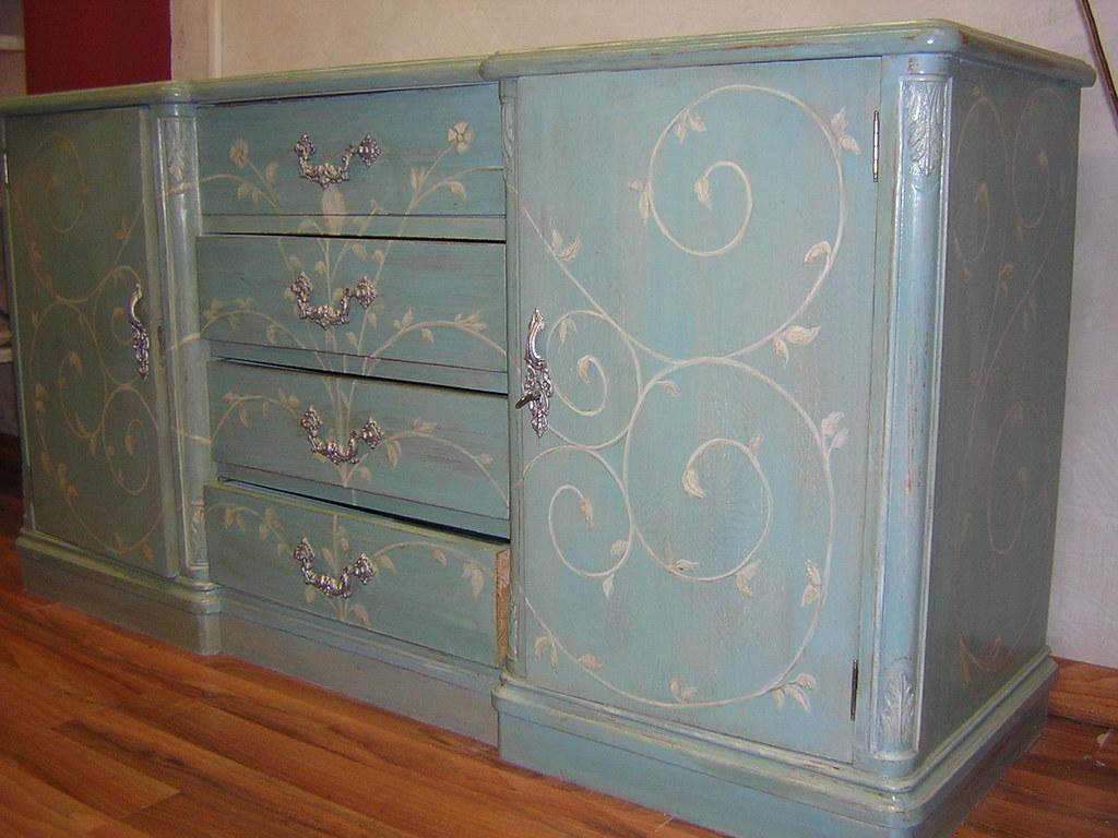 Muebles pintados estos son algunos de los muebles que for Muebles de mimbre pintados