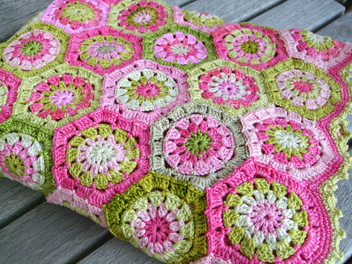 Apple blossom blanket | by MiA Inspiration