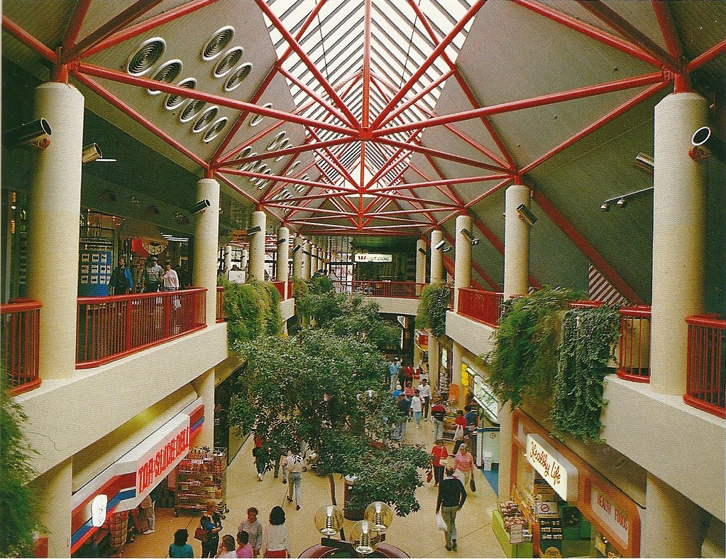 Westfield Belconnen western mall | 1980s pre-refurbishment ...