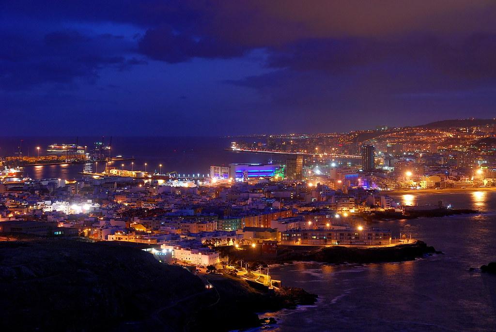 Las Palmas de Gran Canaria at night | First thing to do ...