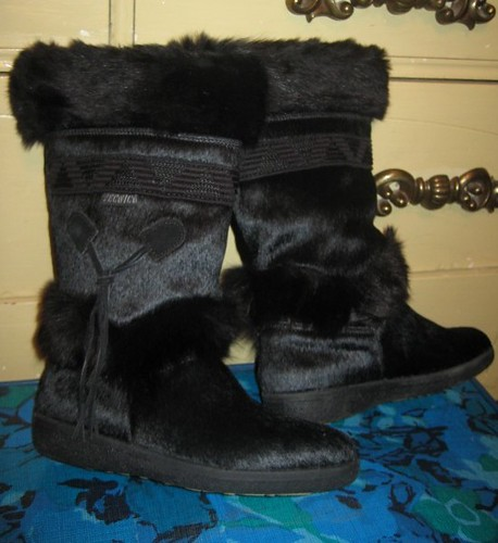 Vintage Tecnica black goat fur and suede after ski snow bo ...