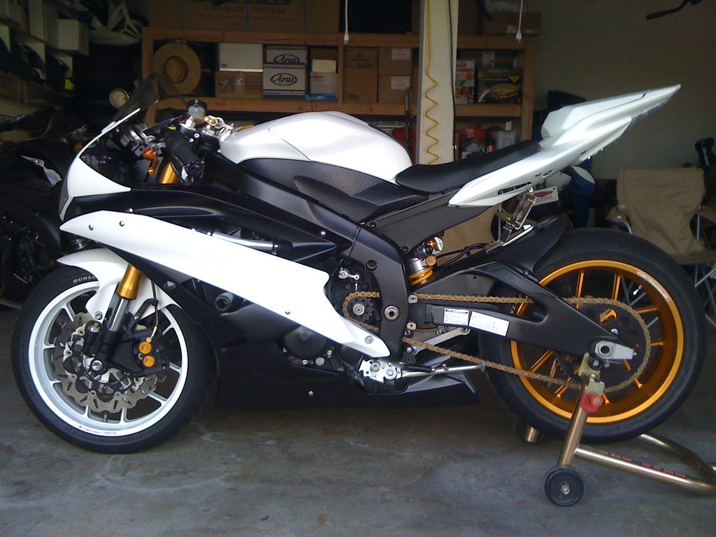custom 2007 yamaha r6 this is a photo of my friends self