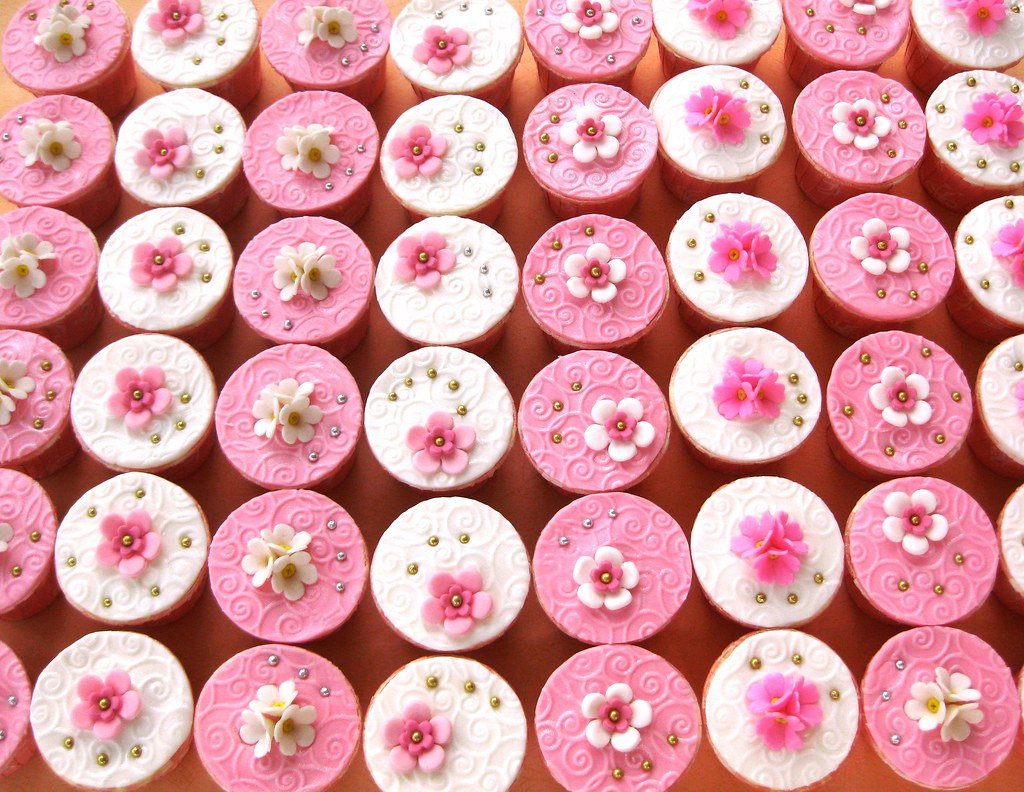 wedding cupcakes favour gift | Made this Pink & white elegan… | Flickr