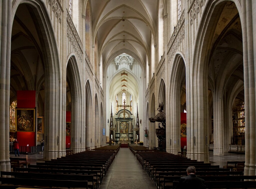 Onze lieve vrouwekathedraal antwerpen de kathedraal van for Interieur antwerpen