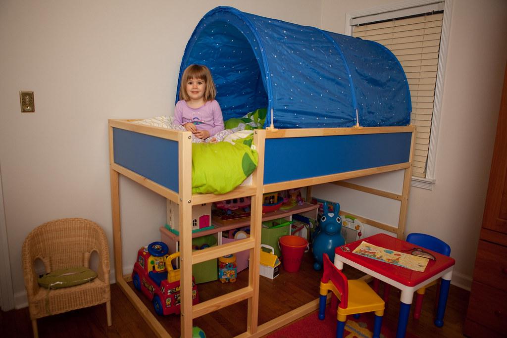 Ikea kura bed w tent 2 susie in her new kura bed with for Kura bed decoration ideas