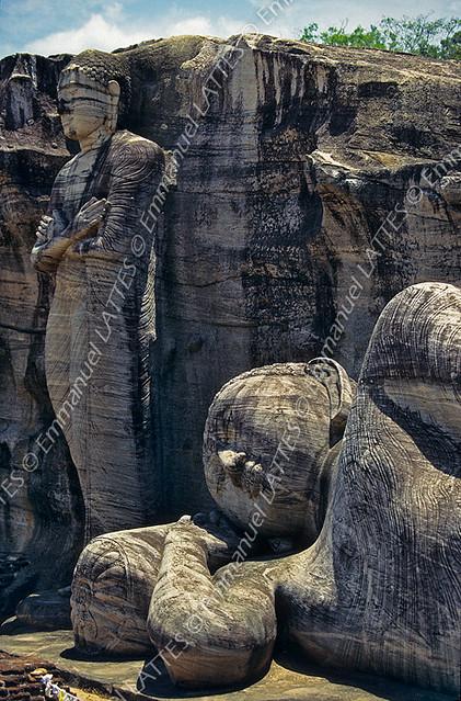 Buddhas sculptés dans le roc à gal vihara polonnaruwa sr