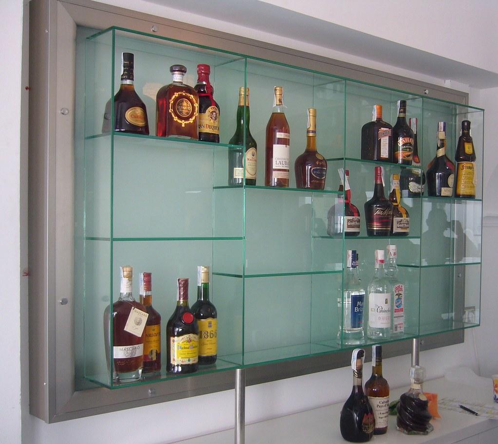 Estanter a de cristal para botellas con retroiluminaci n - Estanterias para botellas ...