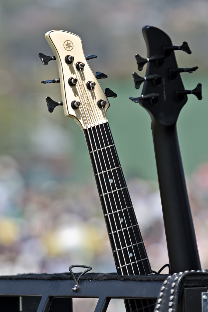 Crowd bokeh nathan east 39 s pair of yamaha 6 string bass for Yamaha 6 string bass