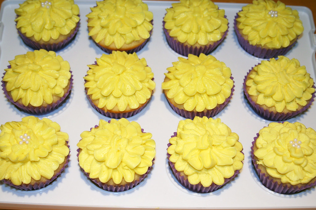 Yellow Flower Cupcakes Facebookpartycakes Flickr