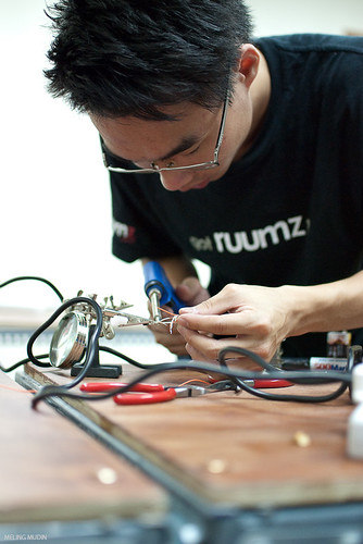 HackerspaceKL Electronic Friday - Basic Electronics Part 2 | by spoonfork