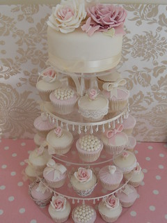 Vintage cupcake wedding | by Cotton and Crumbs