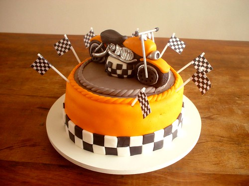 Cake Art Motorcycle Cake Pan : Bolo Moto! (Motorcycle Cake!) Bolo de morango com ...