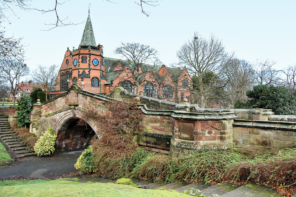 the analysis of the port sunlight Port sunlight is the perfect place to unwind, have a peaceful wander, or meet up with friends and family stroll along the wide boulevard of the diamond with its rose gardens, sculpture and charming architecture, or explore the tranquil park at the dell.