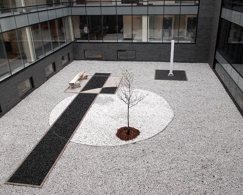 Hôtel de ville de Longueuil, jardin zen | L'ancienne cour in ...