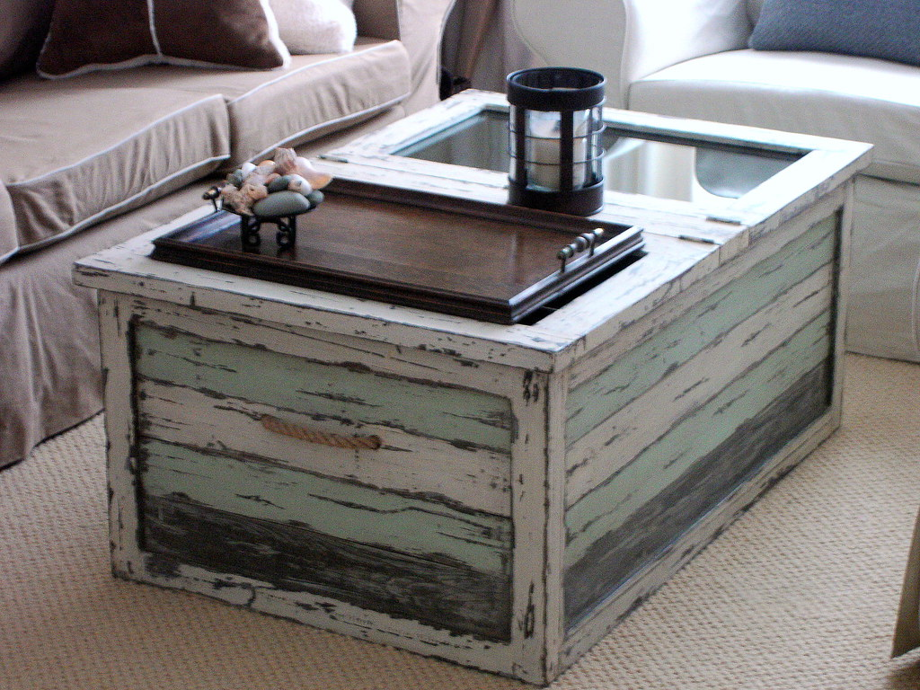 Beach cottage trunk coffee table i love this 39 aged 39 trunk flickr - Table basse palette industrielle ...