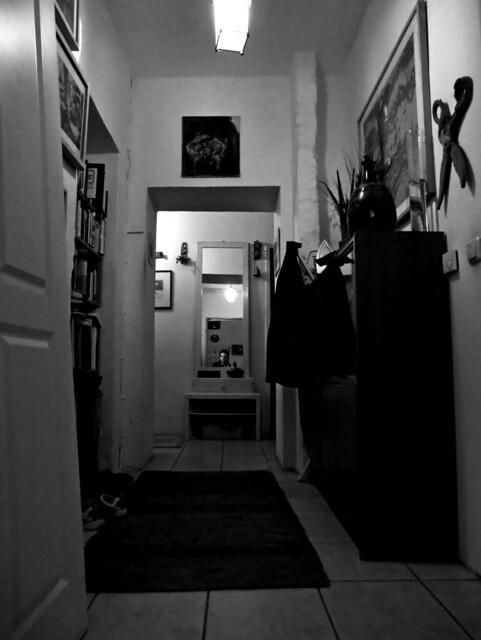 berlin flur mit spiegel flickr photo sharing. Black Bedroom Furniture Sets. Home Design Ideas