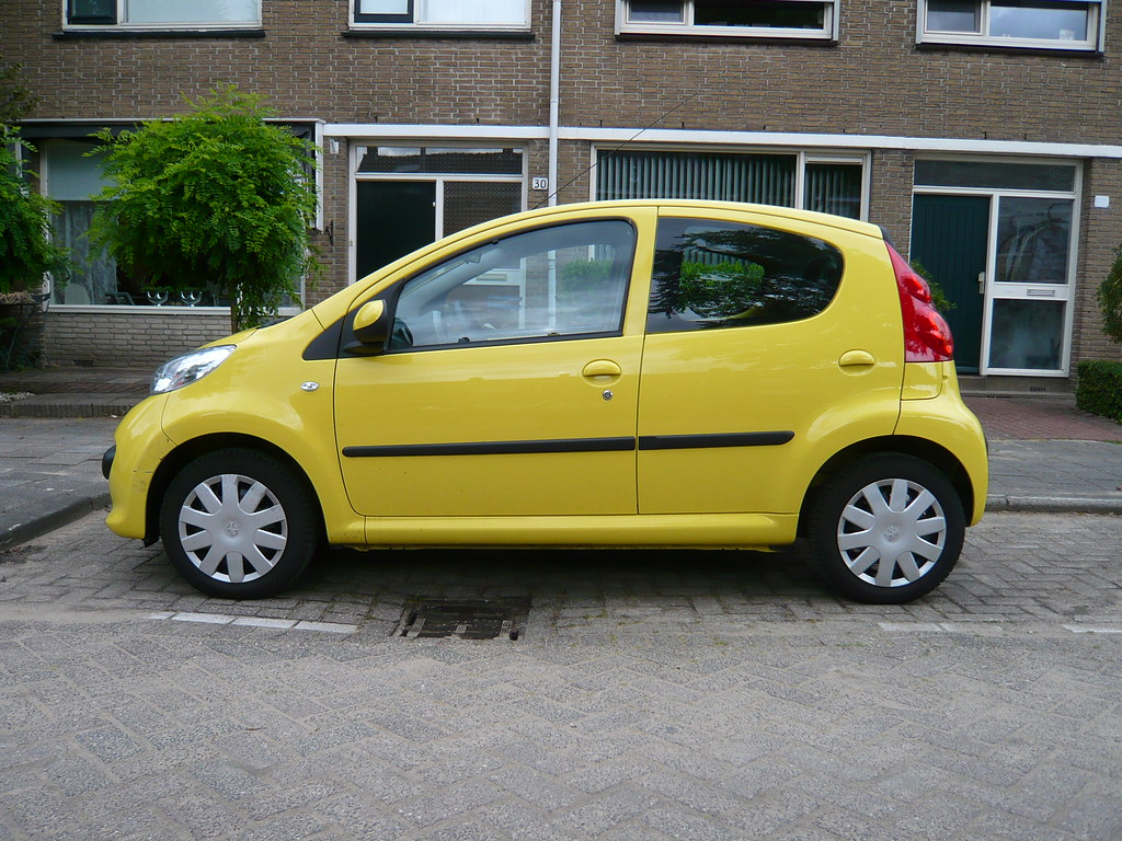 yellow peugeot 107 hatchback 2008 oerendhard1 flickr. Black Bedroom Furniture Sets. Home Design Ideas