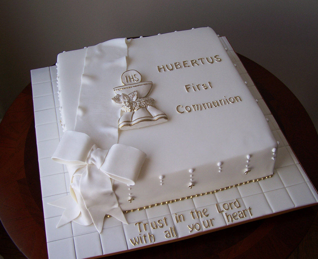 First Communion Cake Images : First Communion cake This cake was a repeat design from ...
