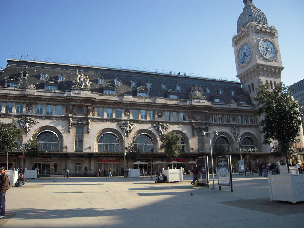 paris gare de lyon la gare de lyon est aussi la t te de li flickr. Black Bedroom Furniture Sets. Home Design Ideas