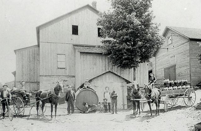 straub-brewery-1895-closeup
