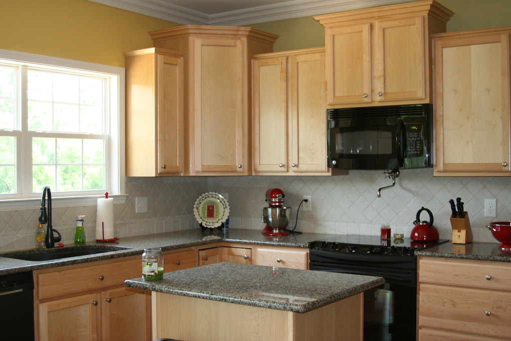 Popular Kitchen Wall Colors With White Cabinets
