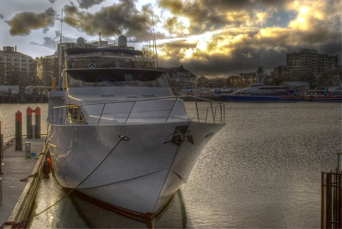 Boat at the Inner Harbour, Victoria | by thuyghe