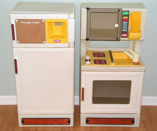 Vintage little tikes kitchen stove fridge both for Playskool kitchen set