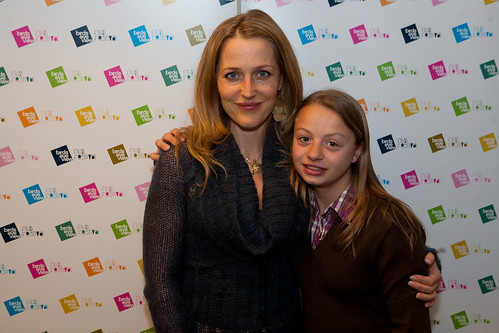 Photo of Gillian Anderson & her Daughter   Piper Maru Klotz