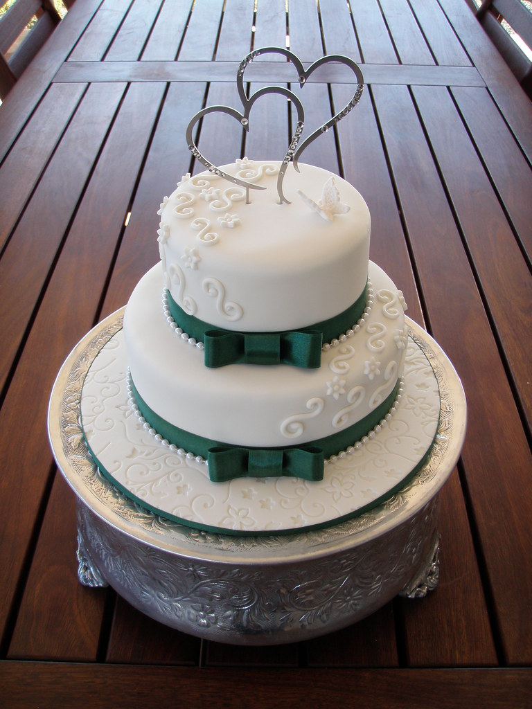 cupcakes wedding cakes perth mossy s masterpiece stacey s emerald green trim wedding 13149
