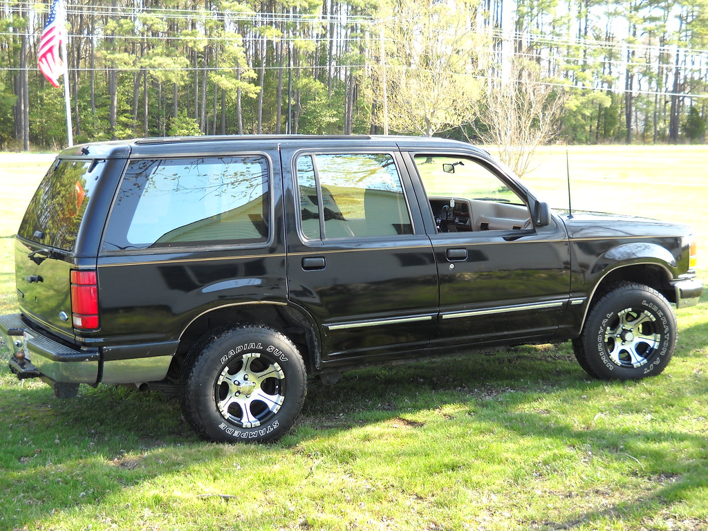 my ford explorer this is my 1992 ford explorer eddie. Black Bedroom Furniture Sets. Home Design Ideas