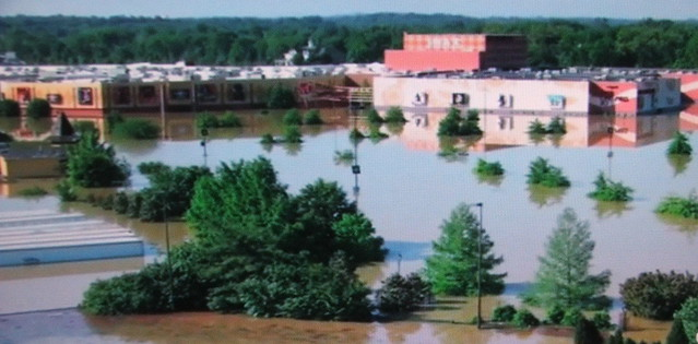 Nashville Floods 2010 Opry Mills Mall Gaylord Video