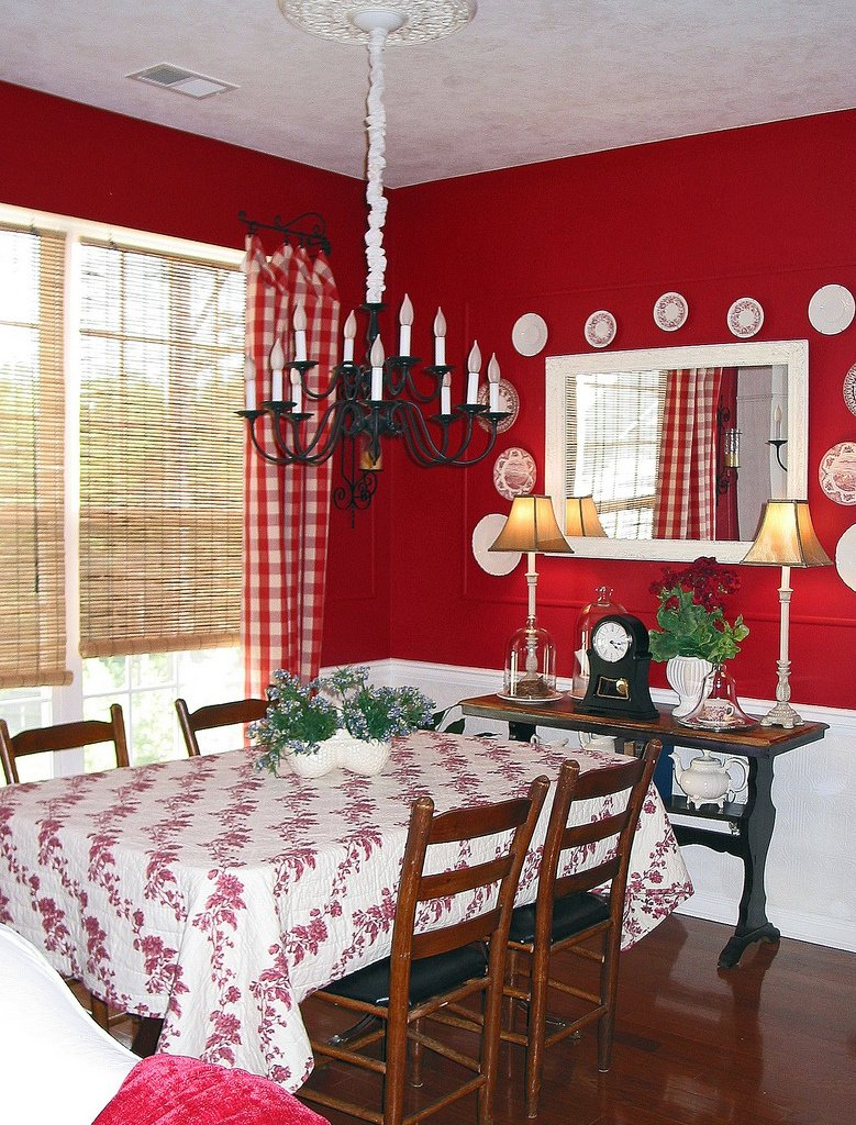 Red Dining Room | Leslie Hoyt | Flickr