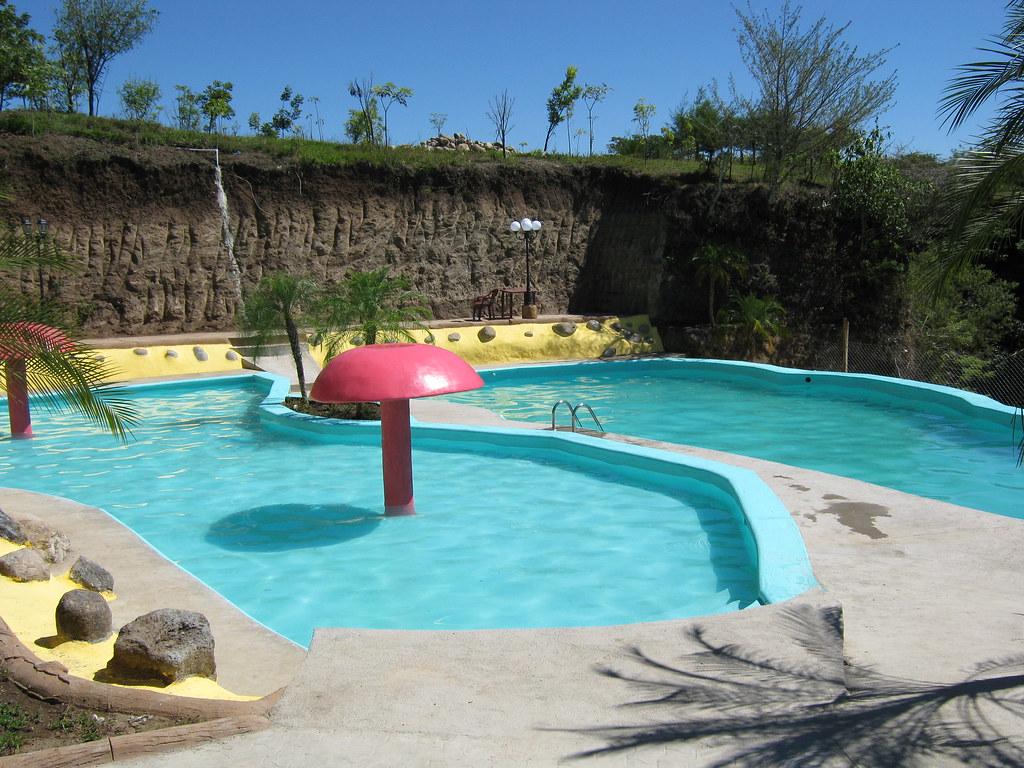 Chorros de pepe milla piscinas nuevas herby trinidad for Chorros para piscinas