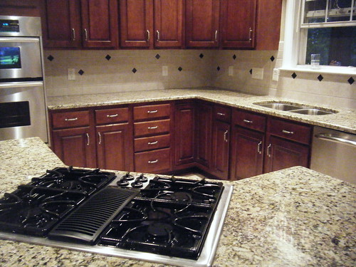 Black Countertop Cream Kitchen Splashback