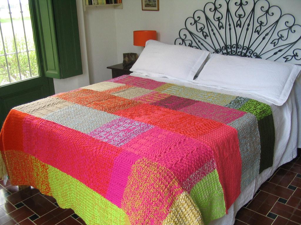 Manta de lana tejida a dos agujas las mantas de puerta for Mantas de lana hechas a mano