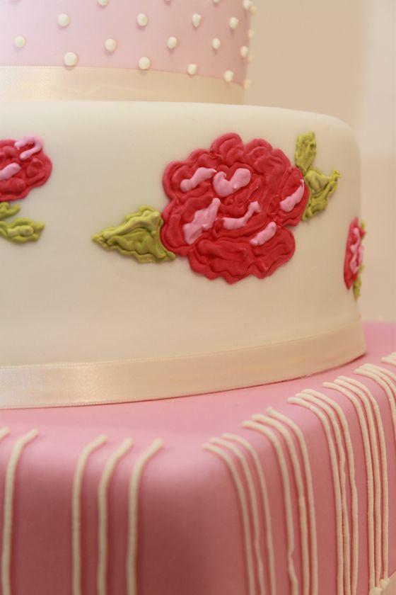 Sommerlich Romantische Hochzeitstorte Mit Rosen Seitlich Flickr