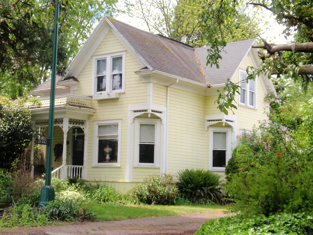 Yellow Queen Anne Victorian House 1 Aurora Oregon Love