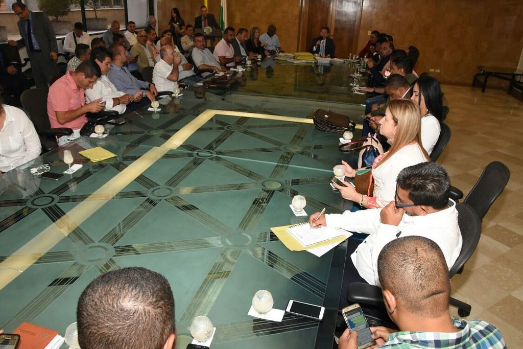 Entrega de firmas por parte de los alcaldes