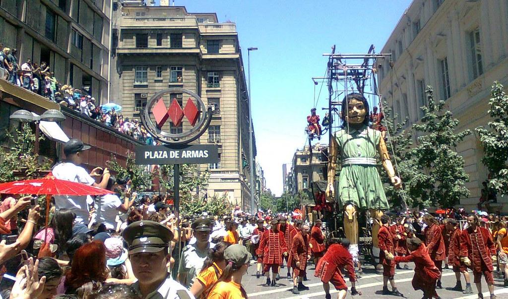 Royal de luxe en metro plaza de armas santiago chile for Marmolerias en santiago de chile