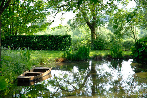 etang avec barque le jardin de campagne parc naturel r g flickr. Black Bedroom Furniture Sets. Home Design Ideas