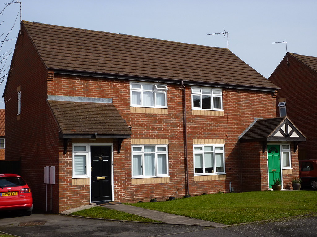 Justice close leamington spa a row of social rented for Modern homes leamington