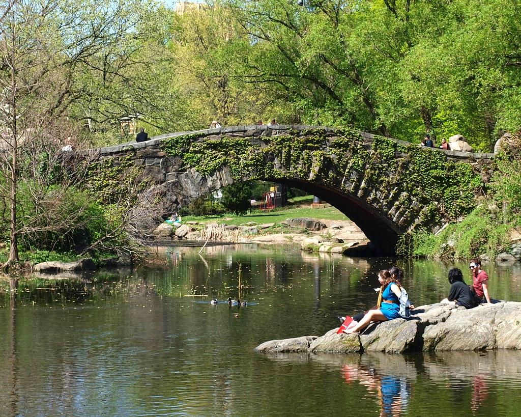 Gapstow bridge over the pond central park manhattan new for Koi pond york