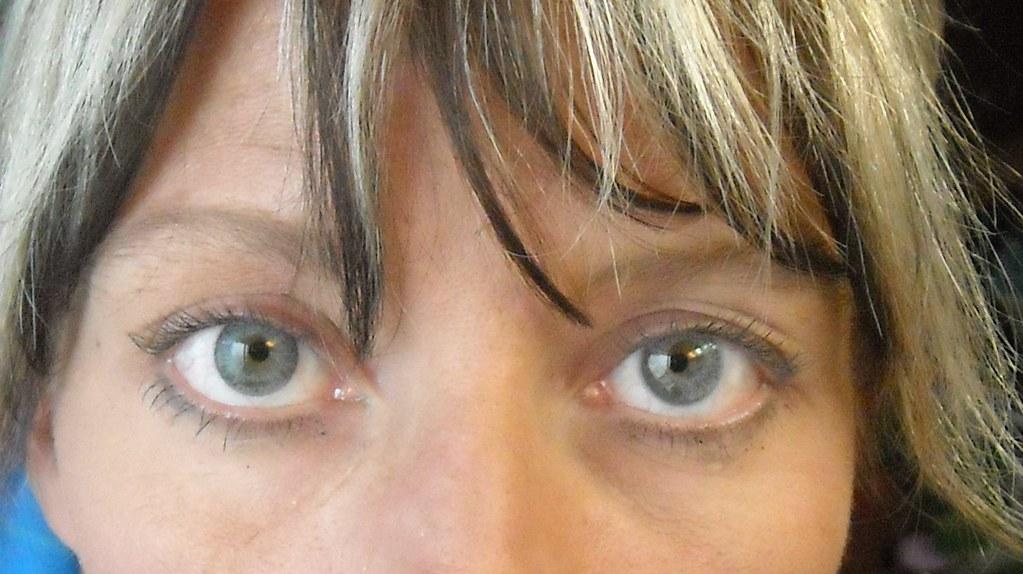 Freshlook Gray Vs Acuvue Gray No Flash Natural Light
