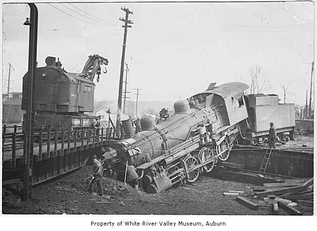 Northern Pacific Railway turntable mishap in Auburn, 1941 ...