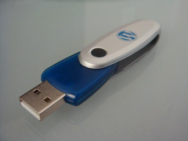 Wordpress USB Stick alt open - Flickr - Photo Sharing!
