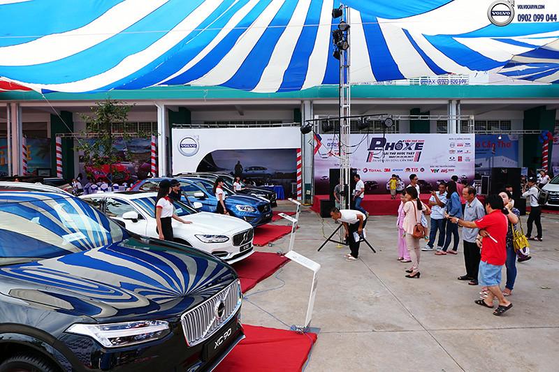 Hinh-04-Volvo-viet-nam-tham-du-hoi-cho-xe-lon-nhat-dong-bang-song-cuu-long