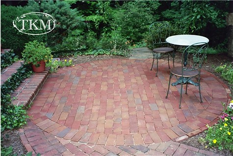 Drylaid round brick patio drylaid brick round patio flickr for Circular garden decking