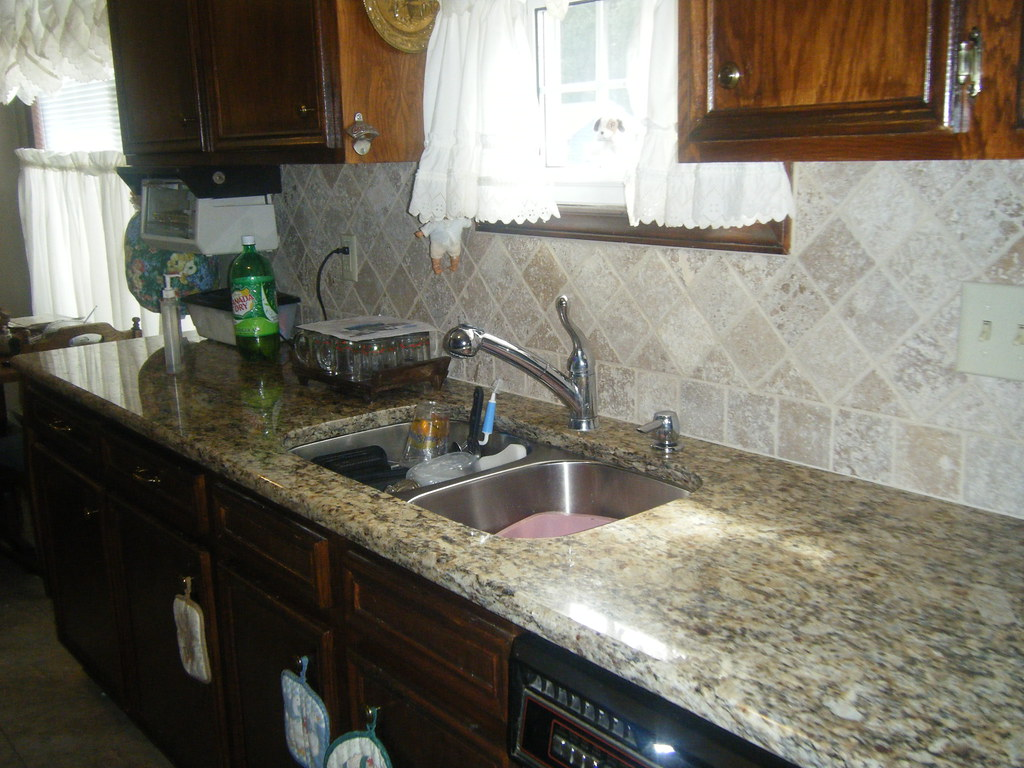 Santa cecilia granite countertops with tile backsplash in for Granito santa cecilia