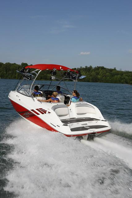 L Yamaha Boat